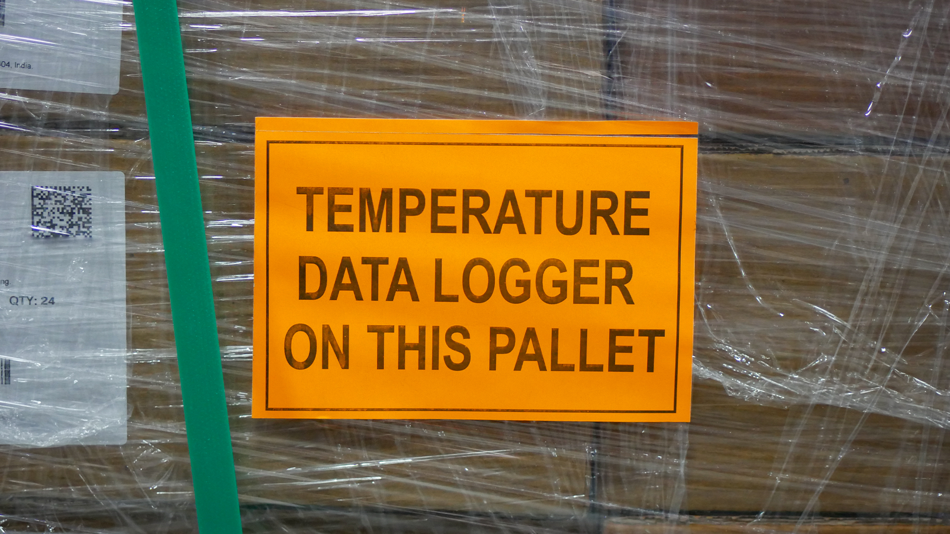 sign indicating temperature data logger is on pallet