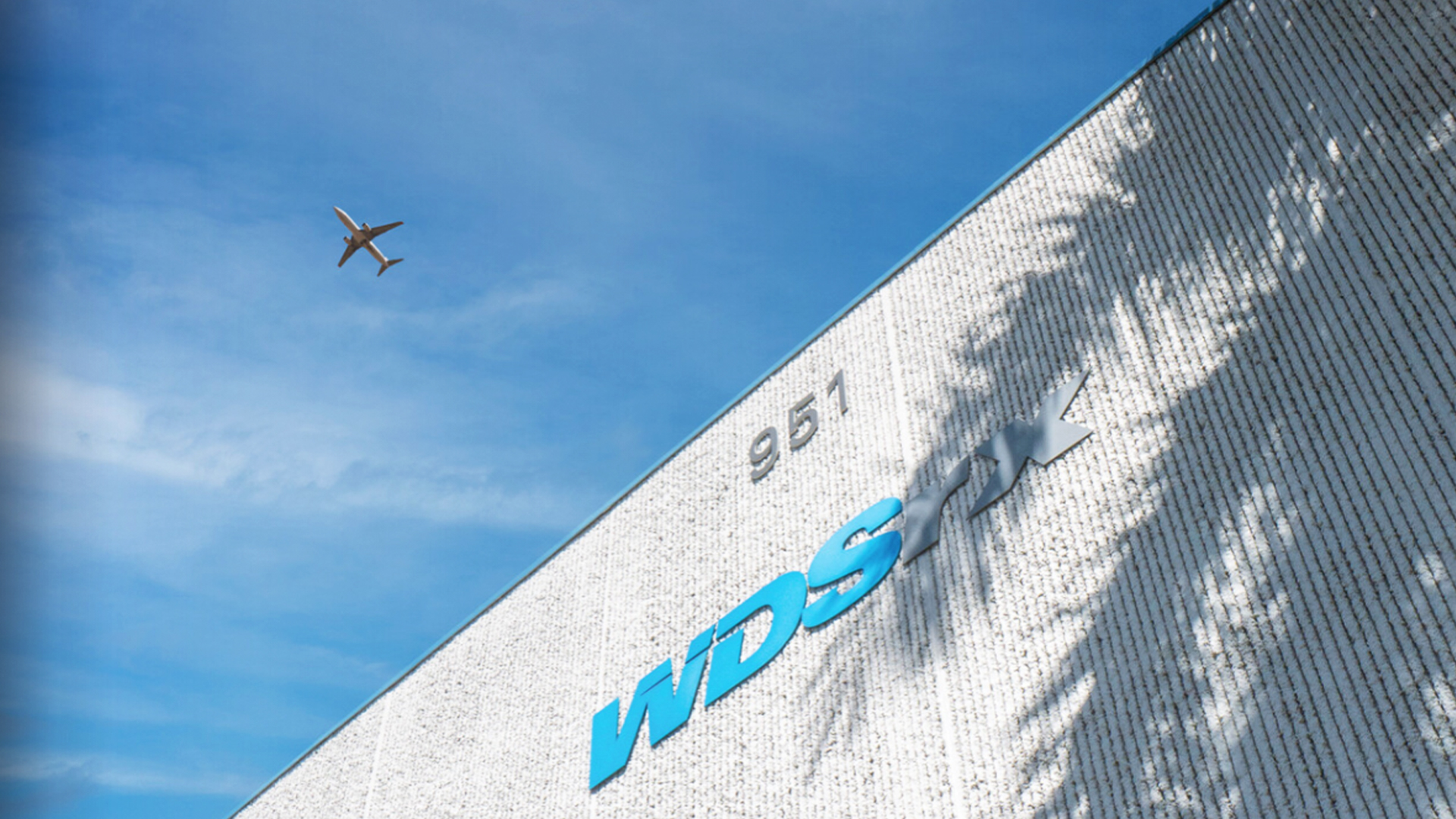 plane flying above WDSrx building